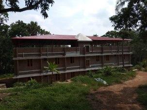 Neues Dach auf der Jungenunterkunft